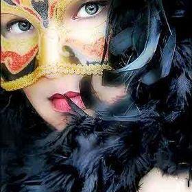 Beauty Makeup AVON Online Representative Tammy Sagastume